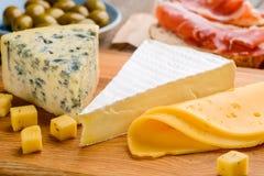 Quatro tipos do queijo fotografia de stock