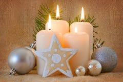 Quatro velas do advento. Imagem de Stock