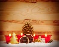 Quatro velas vermelhas do advento Imagens de Stock