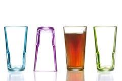 Quatro vidros bebendo coloridos, um com cola Fotografia de Stock