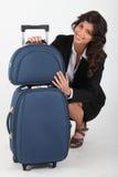 quatting resväskakvinna Arkivfoton