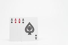 Quattro Ace delle carte su fondo bianco e sul fuoco selettivo Fotografia Stock Libera da Diritti