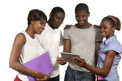 Quattro amici africani che esaminano il PC della compressa Fotografia Stock Libera da Diritti