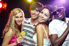 Quattro amici di clubbing fotografia stock libera da diritti