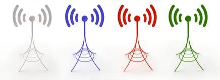 Quattro antenne che trasmettono le onde radio Immagini Stock Libere da Diritti