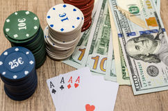Quattro assi con i chip ed il dollaro americano Immagini Stock