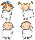 Quattro bambini con i segni in bianco Immagine Stock Libera da Diritti