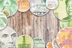Quattro banconote principali di valute del mondo in collage del cerchio Immagine Stock Libera da Diritti