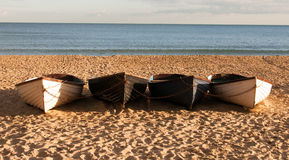 Quattro barche sulla spiaggia Fotografia Stock