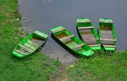 Quattro barche verdi fotografie stock