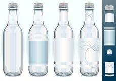 Quattro bottiglie di vetro con le etichette generiche illustrazione vettoriale