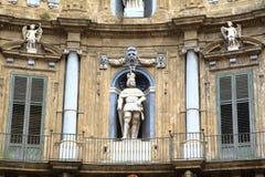 Quattro Canti,巴洛克式的议院在巴勒莫。 免版税库存图片