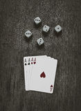 Quattro carte da gioco e dadi degli assi Fotografia Stock Libera da Diritti