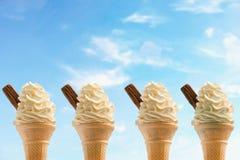 Quattro coni gelati contro il cielo Fotografie Stock Libere da Diritti