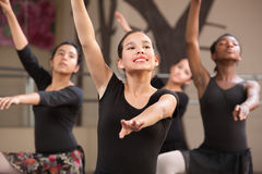 Quattro danzatori che preparano Immagine Stock