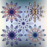 Quattro fiocchi di neve variopinti decorativi illustrazione vettoriale