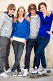 Quattro giovani adolescenti Immagini Stock