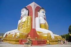 Quattro hanno messo il santuario a sedere di Buddha alla pagoda in Pegu, Birmania di Kyaikpun Immagine Stock