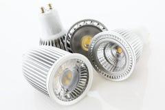 Quattro lampade di GU10 LED con differenti progettazioni del raffreddamento Immagini Stock Libere da Diritti