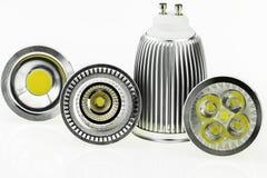 Quattro lampadine di GU10 LED con le varie dimensioni dei chip e di raffreddamento Fotografia Stock Libera da Diritti