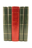 Quattro libro verdi ed un rossi isolato Immagini Stock Libere da Diritti