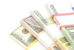 Quattro pacchetti degli euro e dei dollari Immagini Stock