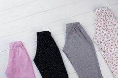 Quattro pantaloni delle ragazze del pacchetto Immagine Stock