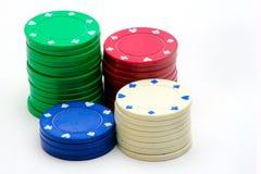 Quattro pile di chip di mazza su bianco Fotografie Stock