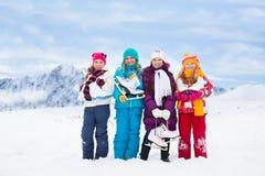 Quattro ragazze insieme ai pattini da ghiaccio Immagini Stock Libere da Diritti