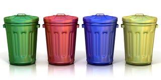 Quattro riciclano i recipienti per il riciclaggio la carta, il metallo, il vetro e della plastica Fotografie Stock