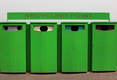 Quattro scomparti di riciclaggio per vetro e le latte Fotografie Stock