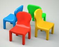 Quattro sedie fumetto-disegnate colorate Immagine Stock Libera da Diritti