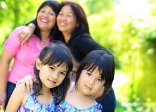 Quattro sorelle all'aperto immagini stock