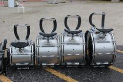 Quattro tamburi che aspettano i batteristi Fotografie Stock