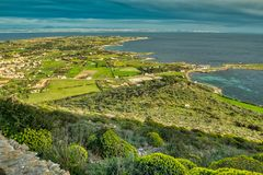 Quattro Vanelle и Lido Burrone, s e Остров Favignana стоковая фотография rf