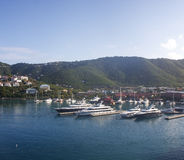 Quattro yacht in baia blu Fotografia Stock Libera da Diritti