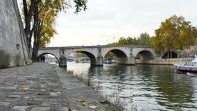 Quay à Paris, France clips vidéos
