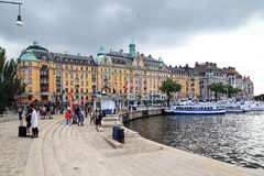 Quay along the bay Nybroviken in Stockholm Stock Photography
