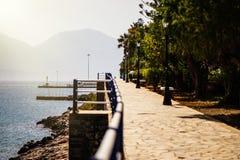 Quay Crete w Agios Nikolaos na zmierzchu Fotografia Stock