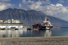Quay de la ciudad de Kalamata Grecia, prefectura de Messinia, Peloponeso imagen de archivo