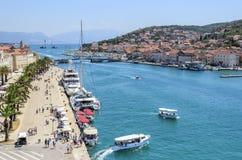 Quay della città di Traù, Croazia Fotografia Stock Libera da Diritti
