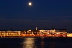Quay di notte (St Petersburg, Russia) Fotografia Stock Libera da Diritti