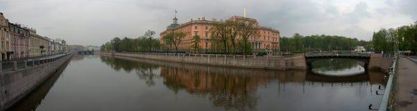 Quay do fontanka do rio e do castelo de Michael dentro Imagens de Stock Royalty Free