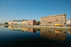 Quay do rio e os edifícios velhos arow Imagens de Stock