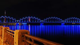 Quay do rio em uma cidade da noite Imagem de Stock