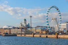 Quay Helsinki z cumującym ferris kołem i statkami Obrazy Stock