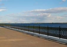 Quay i bridgeon rzeka zdjęcie stock