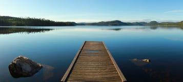 Quay na spokojnym jeziorze Obraz Royalty Free