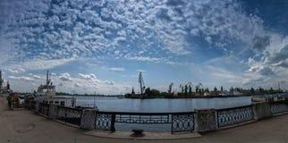 Quay portowy teren w lata popołudniu Zdjęcia Stock