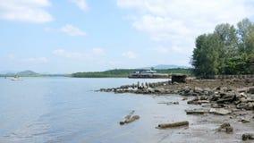 Quayside i seascape z miękkimi fala przy zakazu nam khem przesyłamy w Phang Nga Tajlandia zbiory wideo